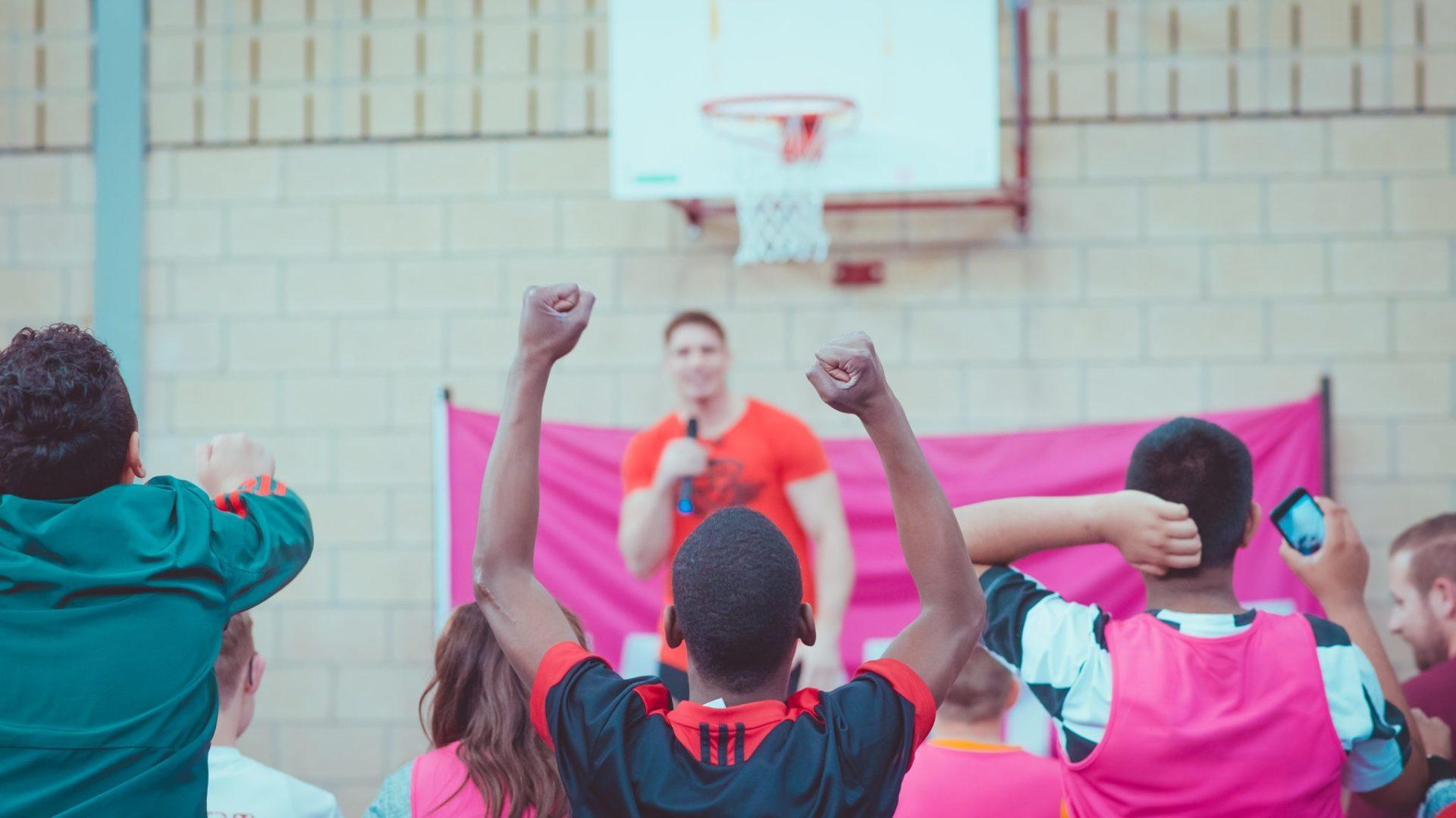 Studenten Zadkine organiseren kickbokschallenge met Rico Verhoeven