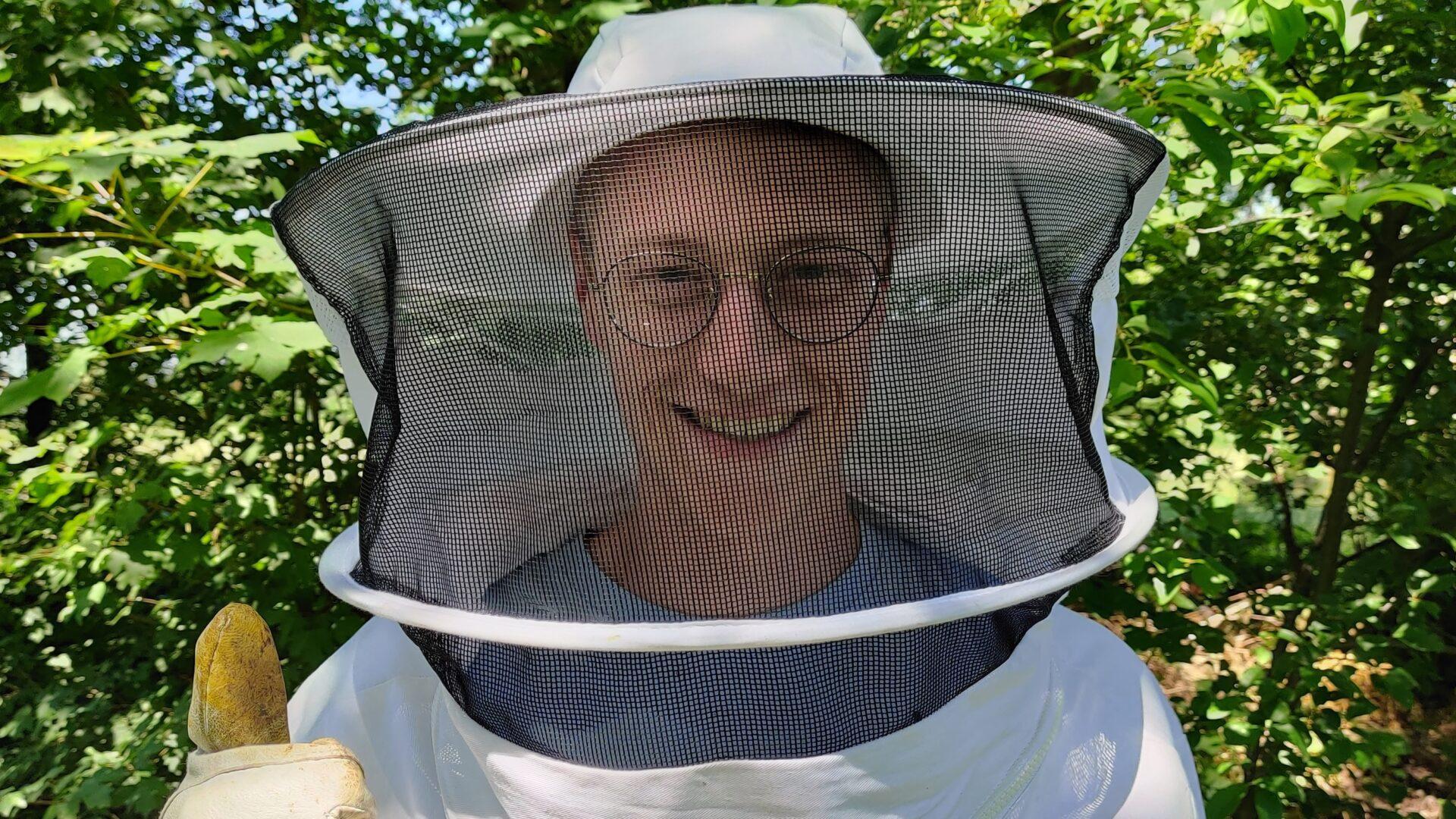 Justin (23) heeft 40.000 bijen in zijn tuin